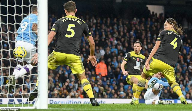 Man City 2-1 Southampton: Ngược dòng thắng kịch tính, Man City tiếp tục bám đuổi Liverpool - Ảnh 3.