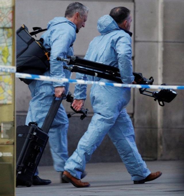 Vụ tấn công bằng dao trên cầu London, Anh là một vụ khủng bố - Ảnh 9.