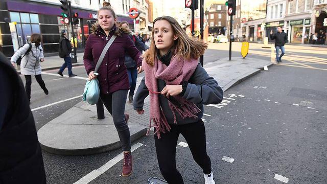 Vụ tấn công bằng dao trên cầu London, Anh là một vụ khủng bố - Ảnh 7.