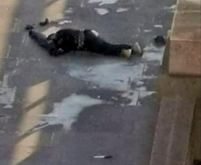 Vụ tấn công bằng dao trên cầu London, Anh là một vụ khủng bố - Ảnh 5.