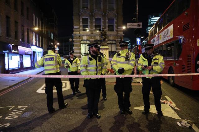 Vụ tấn công bằng dao trên cầu London, Anh là một vụ khủng bố - Ảnh 1.