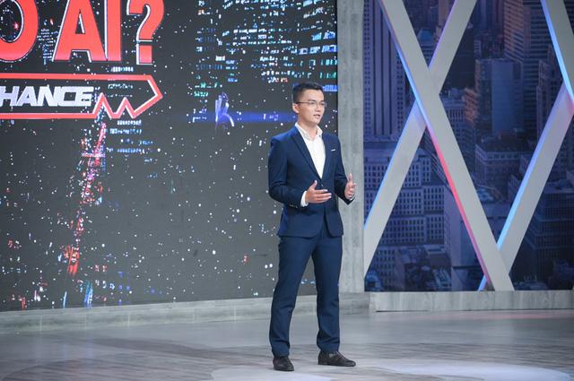 Cơ hội cho ai: Sếp Tiến chọn nam ứng viên vì ngoại hình giống nam cầu thủ Quang Hải - Ảnh 1.
