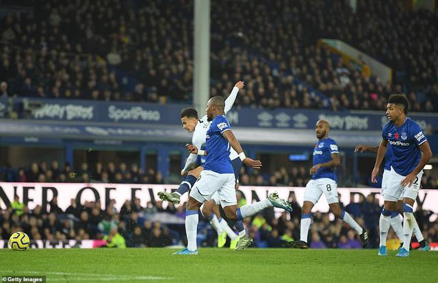 Everton 1-1 Tottenham: Son Heung Min nhận thẻ đỏ, Tottenham mất điểm phút bù giờ - Ảnh 2.