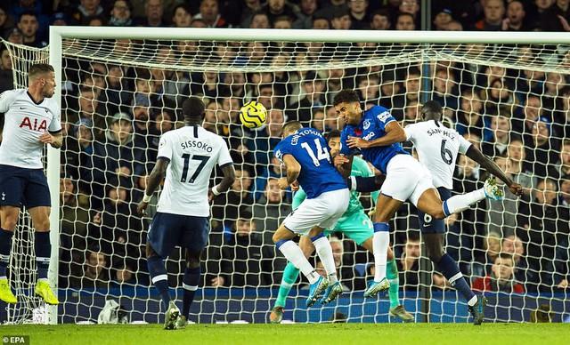 Everton 1-1 Tottenham: Son Heung Min nhận thẻ đỏ, Tottenham mất điểm phút bù giờ - Ảnh 3.