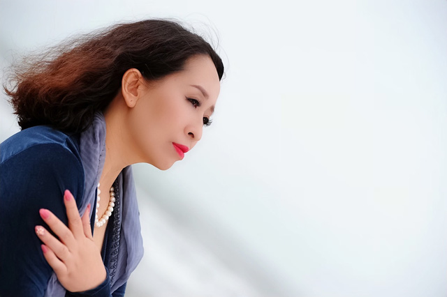 Cô giáo của 5 ca sĩ Sao Mai gây bất ngờ với MV mới - Ảnh 1.