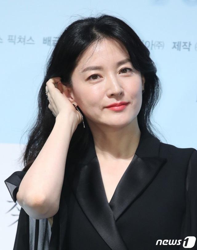 Lee Young Ae trẻ và đẹp như nữ thần ở độ tuổi U50 - Ảnh 4.