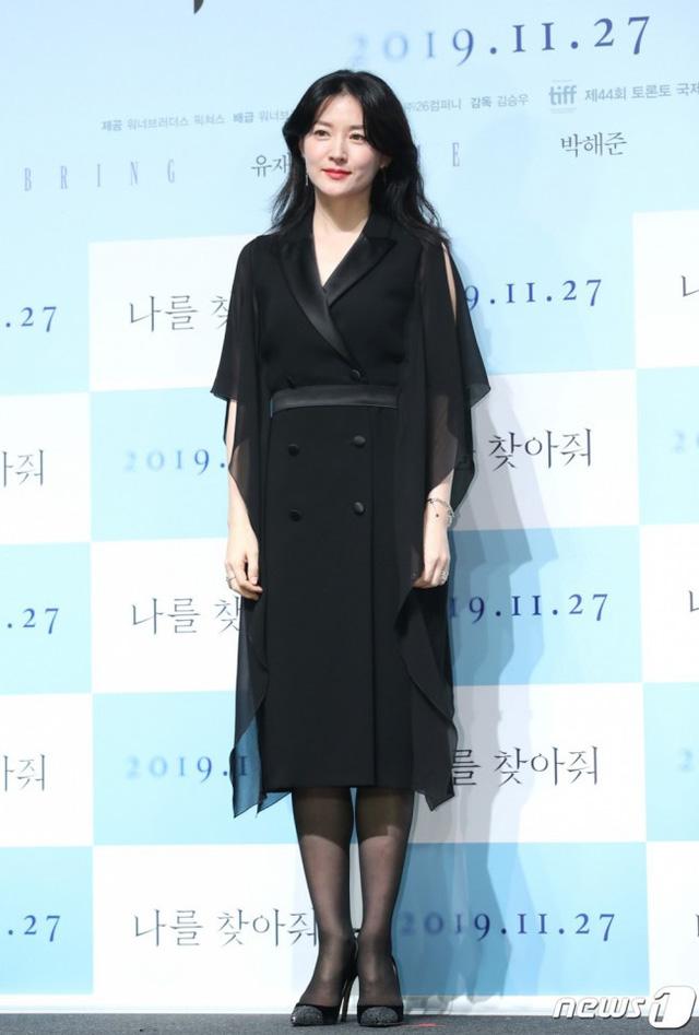 Lee Young Ae trẻ và đẹp như nữ thần ở độ tuổi U50 - Ảnh 3.