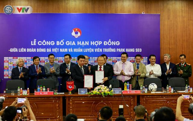 CHÍNH THỨC: Liên đoàn bóng đá Việt Nam gia hạn hợp đồng thành công với HLV Park Hang Seo - Ảnh 2.