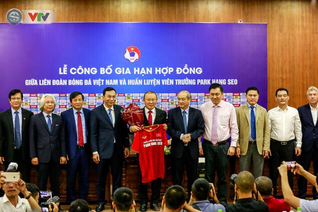 CHÍNH THỨC: Liên đoàn bóng đá Việt Nam gia hạn hợp đồng thành công với HLV Park Hang Seo - Ảnh 5.