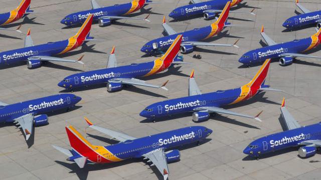 Southwest Airlines, American Airlines lùi việc vận hành Boeing 737 MAX - Ảnh 1.
