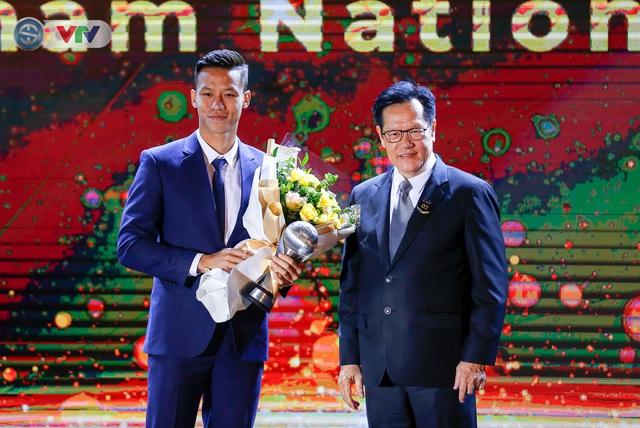ẢNH: Các danh hiệu ấn tượng tại lễ trao giải AFF Award 2019 - Ảnh 5.