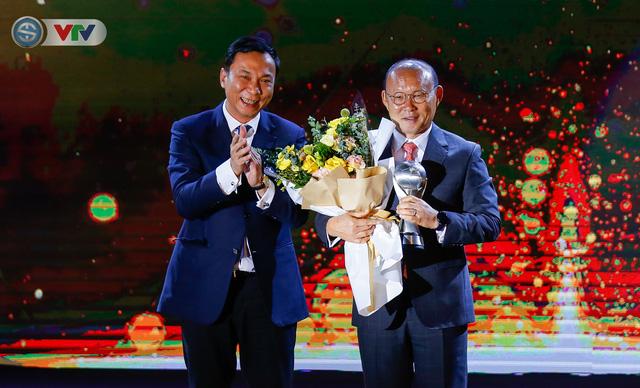 ẢNH: Các danh hiệu ấn tượng tại lễ trao giải AFF Award 2019 - Ảnh 10.