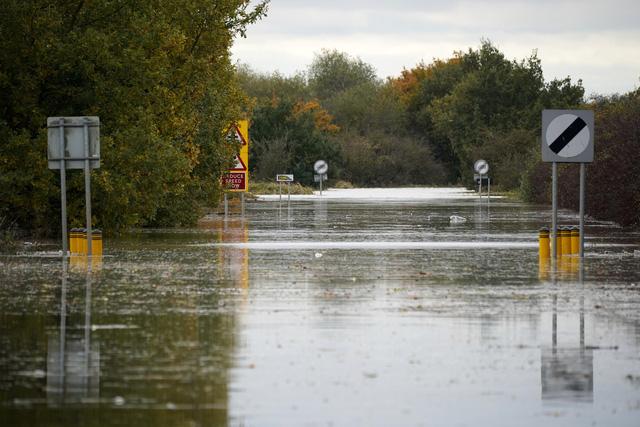 Lũ lụt nghiêm trọng tại Anh - Ảnh 2.