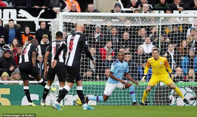 Newcastle 2-2 Man City: Cầm vàng lại để vàng rơi... - Ảnh 1.