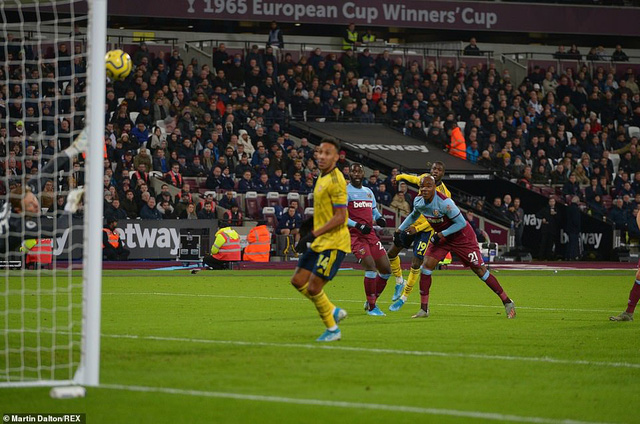 West Ham 1-3 Arsenal: 10 phút bùng nổ, ngược dòng ngoạn mục! - Ảnh 2.