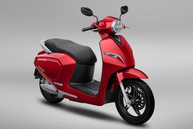 Mỗi thành viên ĐT bóng đá nữ Việt Nam được tặng 1 xe máy điện VinFast Klara S - Ảnh 1.