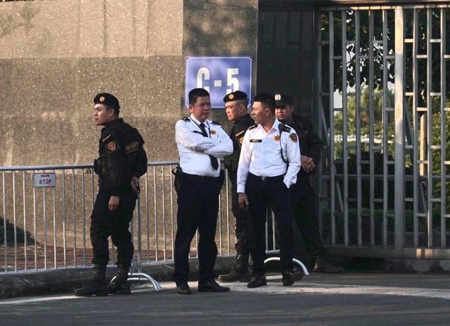 An ninh thắt chặt tại sân bay Nội Bài chờ đón ĐT bóng đá nữ và U22 Việt Nam - Ảnh 10.
