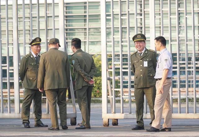 An ninh thắt chặt tại sân bay Nội Bài chờ đón ĐT bóng đá nữ và U22 Việt Nam - Ảnh 9.