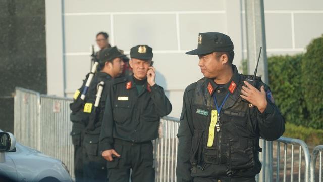 An ninh thắt chặt tại sân bay Nội Bài chờ đón ĐT bóng đá nữ và U22 Việt Nam - Ảnh 7.
