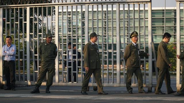 An ninh thắt chặt tại sân bay Nội Bài chờ đón ĐT bóng đá nữ và U22 Việt Nam - Ảnh 6.