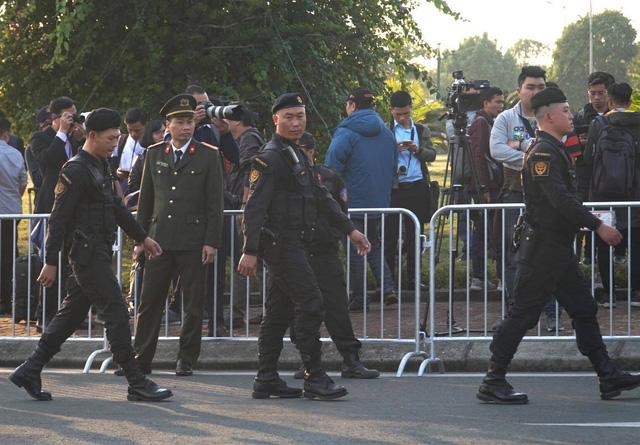 An ninh thắt chặt tại sân bay Nội Bài chờ đón ĐT bóng đá nữ và U22 Việt Nam - Ảnh 5.