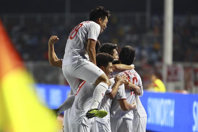 Những hình ảnh không thể nào quên trong lần đầu tiên bóng đá nam Việt Nam lên đỉnh SEA Games - Ảnh 2.