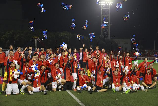 Những hình ảnh không thể nào quên trong lần đầu tiên bóng đá nam Việt Nam lên đỉnh SEA Games - Ảnh 11.