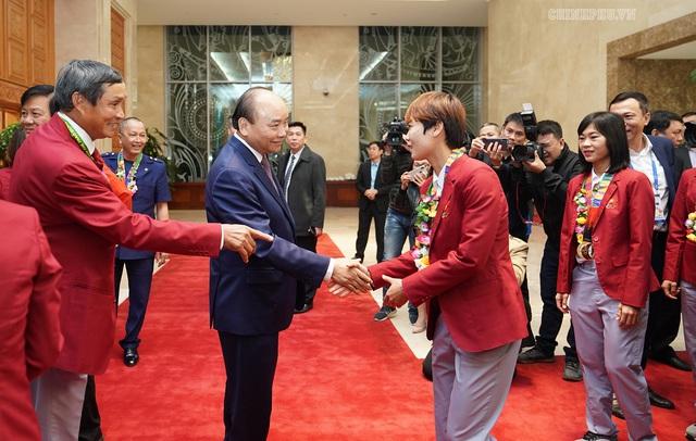 Chùm ảnh: Thủ tướng Nguyễn Xuân Phúc gặp đội tuyển bóng đá Việt Nam - Ảnh 2.