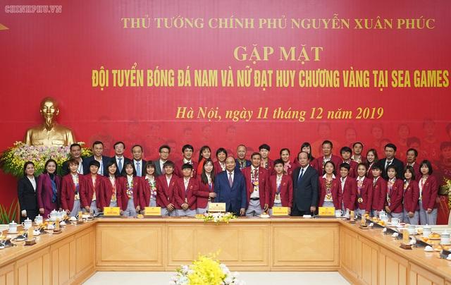 Chùm ảnh: Thủ tướng Nguyễn Xuân Phúc gặp đội tuyển bóng đá Việt Nam - Ảnh 11.