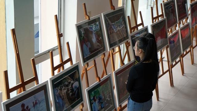 Khám phá không gian triển lãm ảnh tại LHTHTQ lần thứ 39 - Ảnh 3.