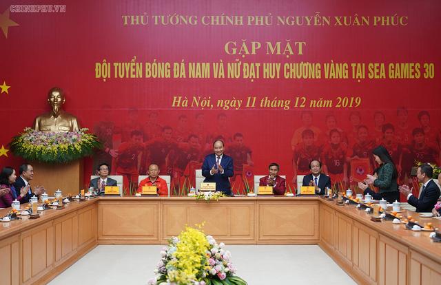 Chùm ảnh: Thủ tướng Nguyễn Xuân Phúc gặp đội tuyển bóng đá Việt Nam - Ảnh 5.