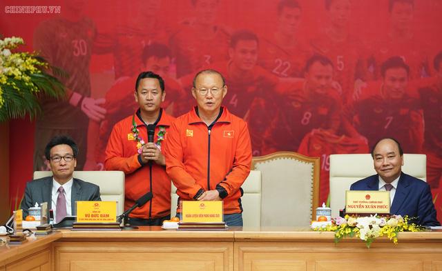 Chùm ảnh: Thủ tướng Nguyễn Xuân Phúc gặp đội tuyển bóng đá Việt Nam - Ảnh 6.