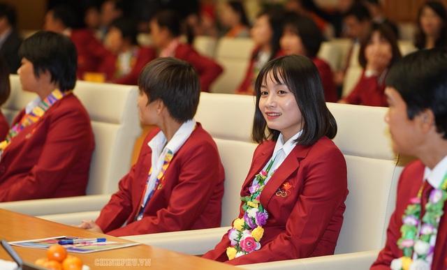 Chùm ảnh: Thủ tướng Nguyễn Xuân Phúc gặp đội tuyển bóng đá Việt Nam - Ảnh 7.