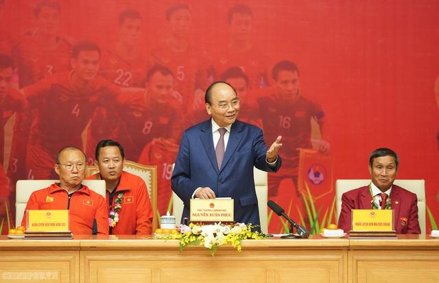 Chùm ảnh: Thủ tướng Nguyễn Xuân Phúc gặp đội tuyển bóng đá Việt Nam - Ảnh 9.