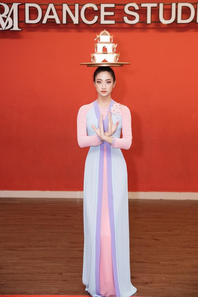 Hoa hậu Lương Thùy Linh mang điệu múa mâm đến Miss World 2019 - Ảnh 1.