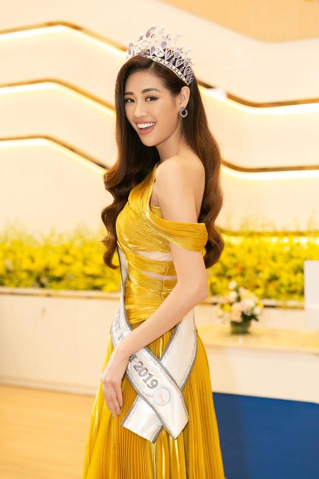 Top 3 Hoa hậu Hoàn vũ Việt Nam 2019 hội ngộ HHen Niê, Hoàng Thùy - Ảnh 1.
