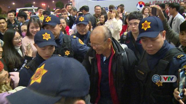 U23 Việt Nam lên đường sang Hàn Quốc tập huấn - Ảnh 2.