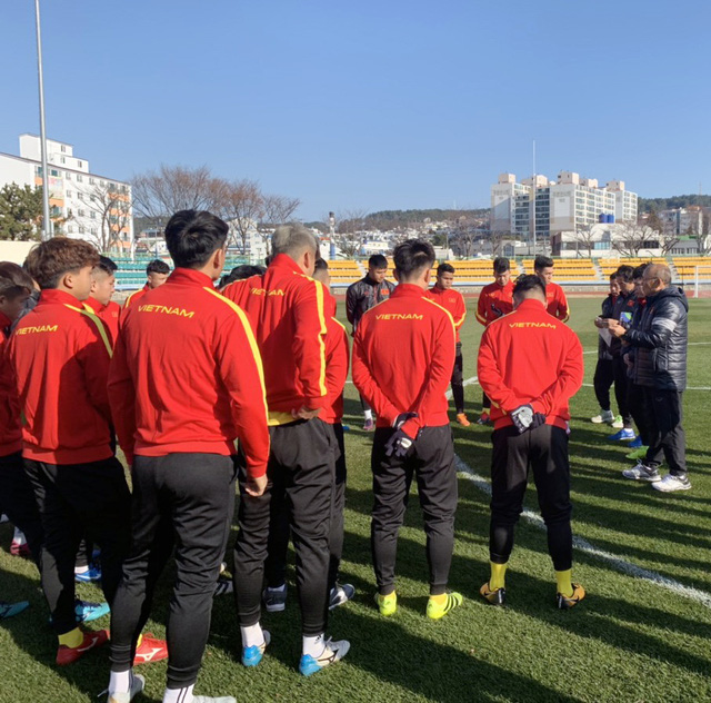 ĐT U23 Việt Nam tập huấn tại Hàn Quốc: Tập trung rèn thể lực và ôn đấu pháp - Ảnh 10.