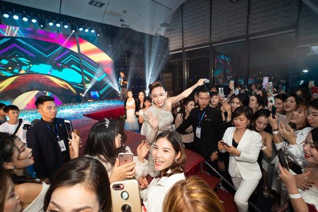 Đại tiệc ra mắt Thực phẩm bảo vệ sức khỏe QUIN WHITE+ - Ảnh 2.