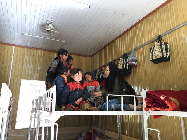 NSƯT Tố Nga đem mùa đông ấm đến trẻ em vùng cao Mù Cang Chải - Ảnh 6.