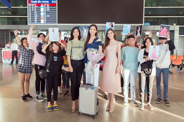 Lương Thùy Linh đẹp rạng ngời trở về nước sau khi lọt Top 12 Miss World - Ảnh 3.