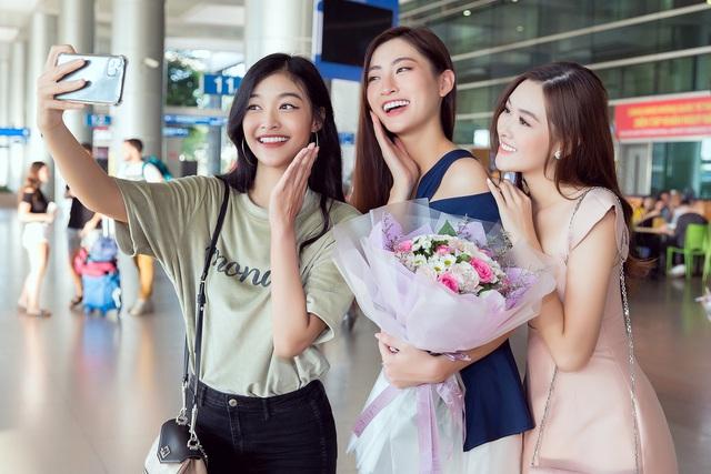 Lương Thùy Linh đẹp rạng ngời trở về nước sau khi lọt Top 12 Miss World - Ảnh 2.