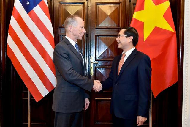 Công bố biểu tượng kỷ niệm 25 năm thiết lập quan hệ ngoại giao Việt Nam - Hoa Kỳ - Ảnh 3.