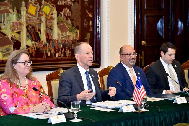 Công bố biểu tượng kỷ niệm 25 năm thiết lập quan hệ ngoại giao Việt Nam - Hoa Kỳ - Ảnh 2.