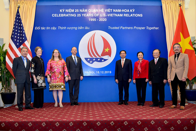 Công bố biểu tượng kỷ niệm 25 năm thiết lập quan hệ ngoại giao Việt Nam - Hoa Kỳ - Ảnh 6.