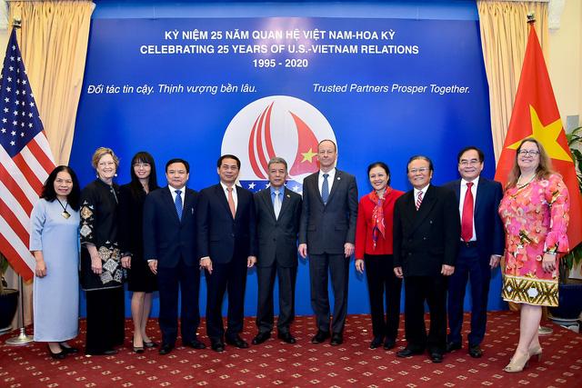 Công bố biểu tượng kỷ niệm 25 năm thiết lập quan hệ ngoại giao Việt Nam - Hoa Kỳ - Ảnh 7.