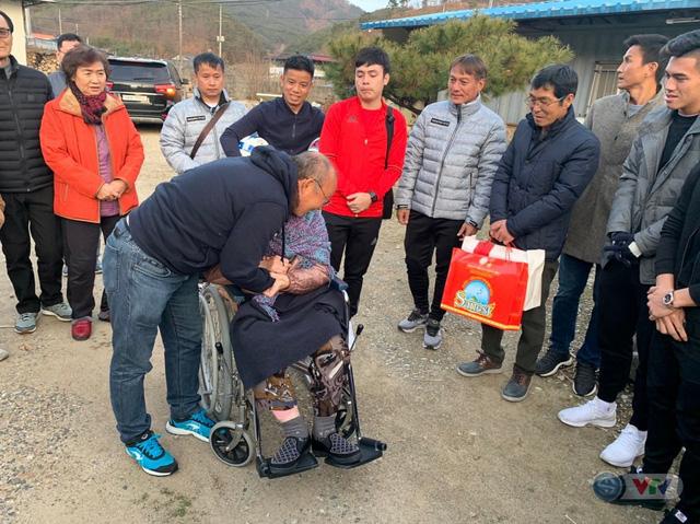 Xúc động ngày HLV Park Hang Seo về thăm mẹ tại quê nhà Hàn Quốc - Ảnh 2.