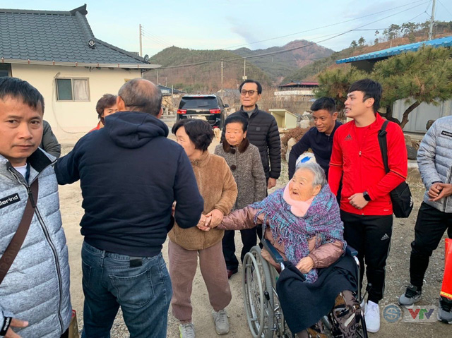 Xúc động ngày HLV Park Hang Seo về thăm mẹ tại quê nhà Hàn Quốc - Ảnh 1.