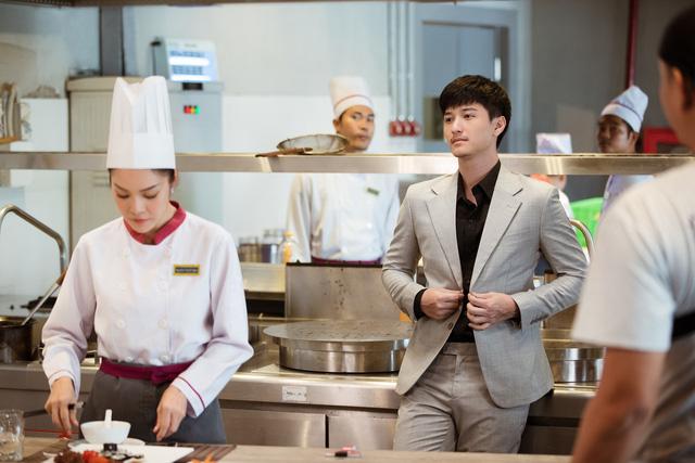 Bị chê quá lệch tuổi với Huỳnh Anh trong Tiệm ăn dì ghẻ, Dương Cẩm Lynh nói gì? - Ảnh 7.