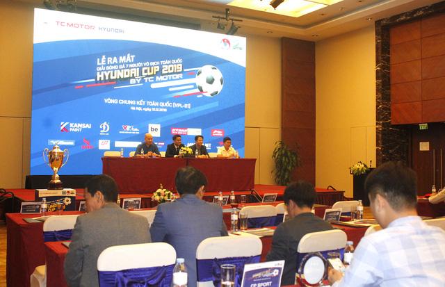 Lần đầu tiên tổ chức ngày hội bóng đá 7 người lớn nhất cả nước - Ảnh 2.